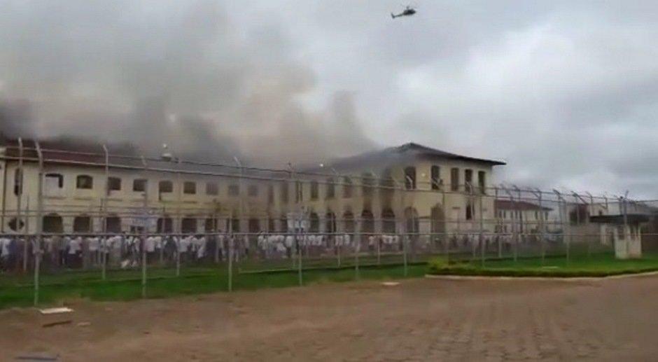 SP: rebelião resulta em fuga de 200 presos em penitenciária de Bauru h...