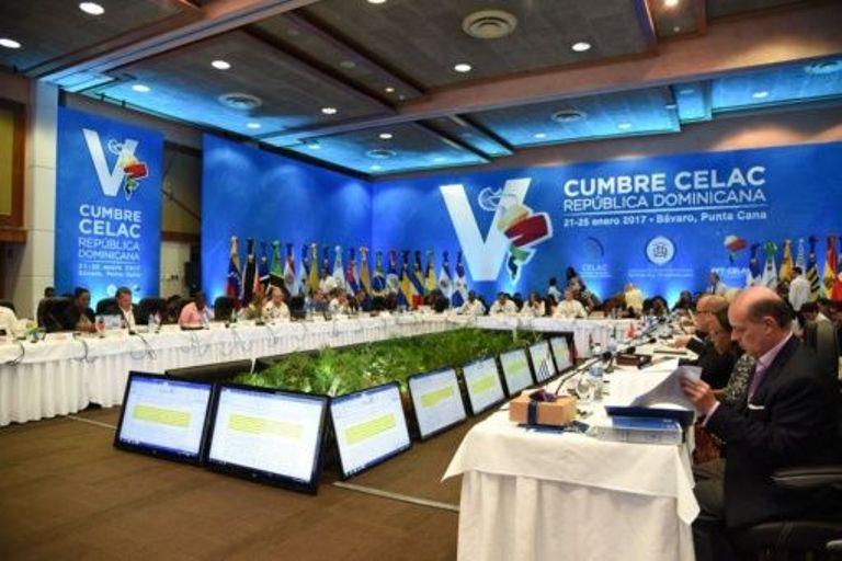 Hoy comienza en República Dominicana la V Cumbre de la CELAC https://t...