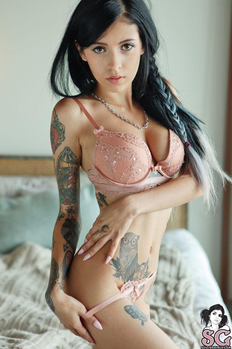 horny nude coed girls