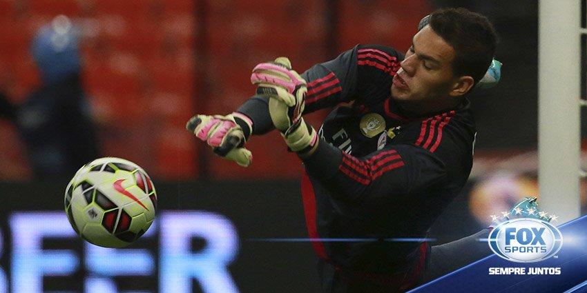 Ederson deixa especulações de lado e renova com #Benfica: https://t.co...