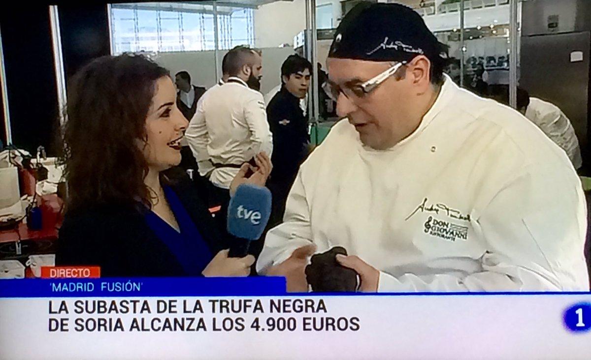 Trufeando en directo en @telediario_tve ¡Séptimo año ganando la subasta de la #trufa de @madridfusion!