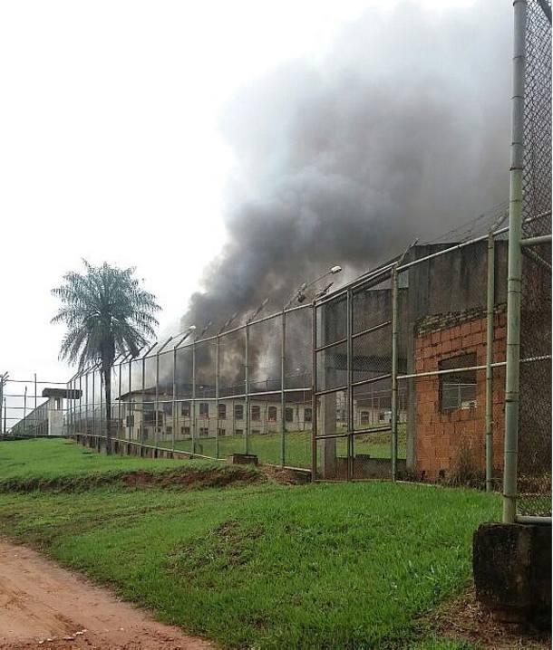 Presos se rebelam e incendeiam prisão em Bauru; ao menos 200 fogem htt...