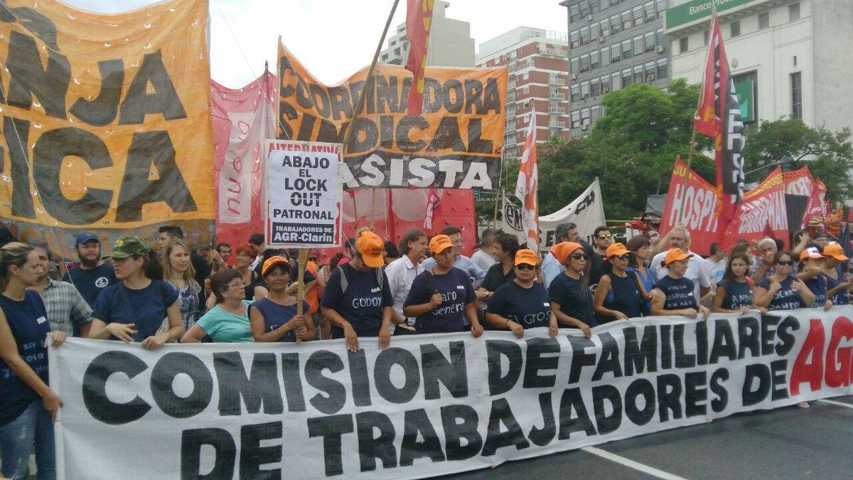 Avanza la movilización de AGR-Clarín y se dirige al Obelisco para prot...