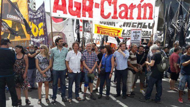 AGR-Clarín: la izquierda denuncia el cerco mediático. #ClarínDespide h...