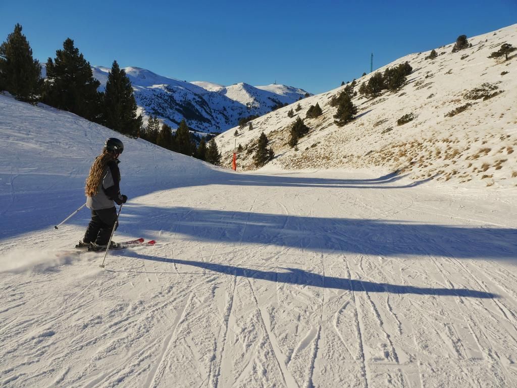 Beautiful day to be on the slopes today at #LaMolina! #visitPyrenees #inPyrenees https://t.co/bDB87ZivoR