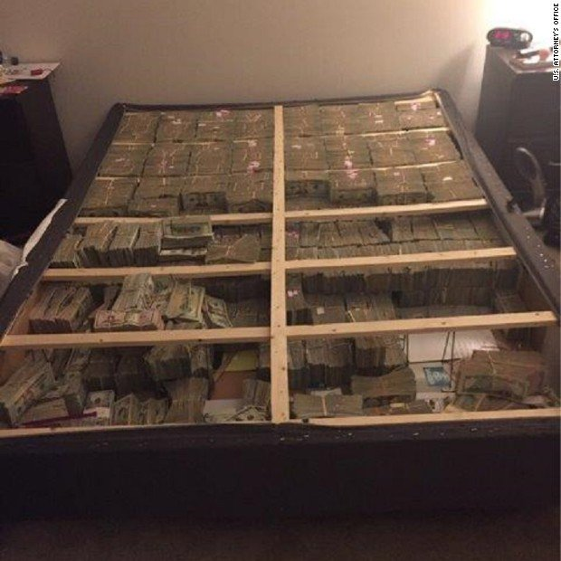 This is what $20 million hidden in the box spring of a mattress looks like https://t.co/LCQppBScMa https://t.co/BAiRYvaDS1