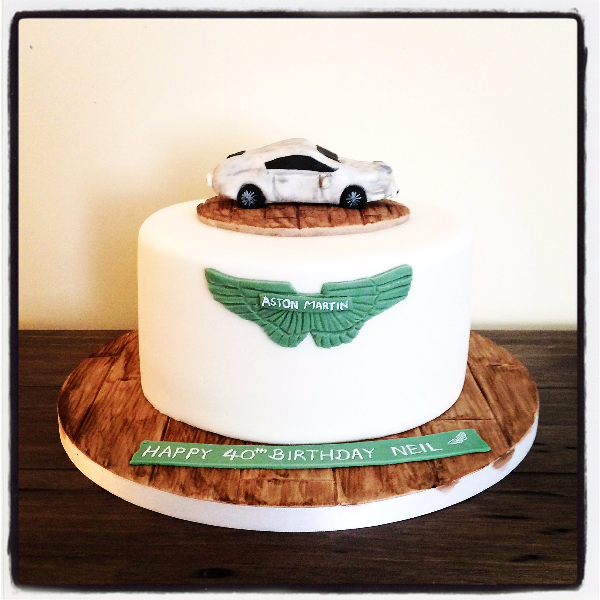 Chloe Cakes Bakes Chloe Tedaldi On Twitter For An Aston Martin Lover All Handmade Austinmartin Cake Cakedecorating