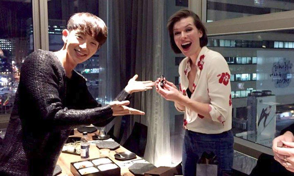 Lee Jun Ki welcomes Hollywood actress Milla Jovovich to Korea