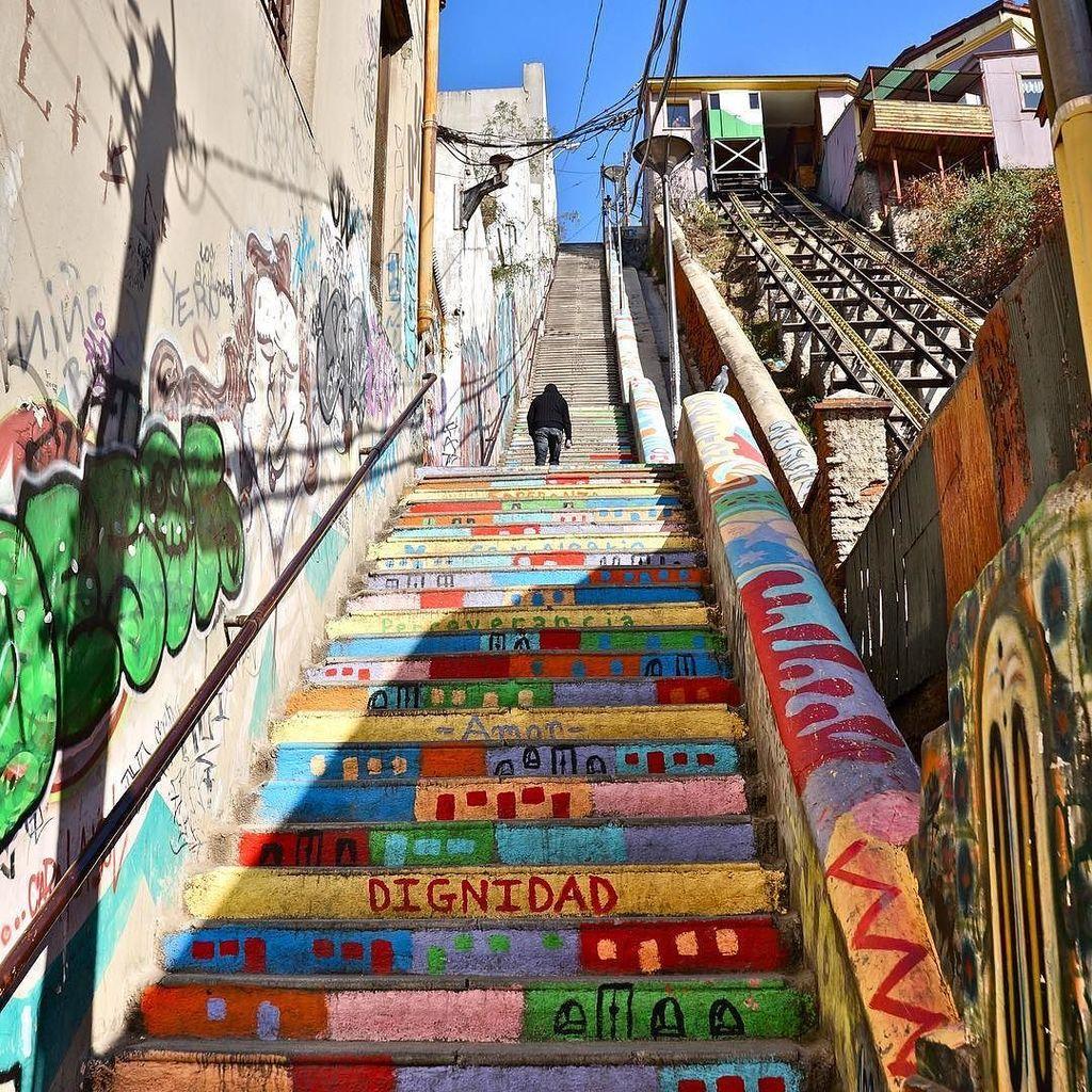 #TBT to the technicolor dream-slopes of Valparaíso, Chile. https://t.co/r47cyuKlTz https://t.co/LeqESBDFCW
