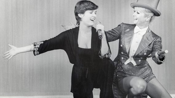 (The Huffington Post) #Carrie #Fisher and Debbie Reynolds Documentary Packs An Emotional..  http://www. inusanews.com/article/640911 1612/carrie-fisher-debbie-reynolds-documentary-packs-emotional-punch-palm-springs-international-film-festival &nbsp; … <br>http://pic.twitter.com/Hsf6N3IU1Y