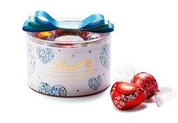 ハートモチーフのデザインが可愛らしいギフトボックスです。 vt-okurimono.com/lindt #バレンタイン #本命チョコ #はじめてのツイート #フォローしてくれた人全員フォローする