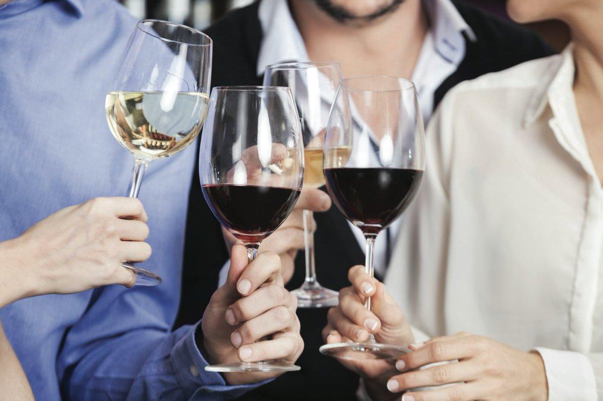 Découvrir des #saveurs locales #Valais lors du 1er Salon des #vins &amp; #terroir de @cransmontana du 3 au 5 février  http:// goo.gl/iMZdpW  &nbsp;  <br>http://pic.twitter.com/8HnKfdFiX3