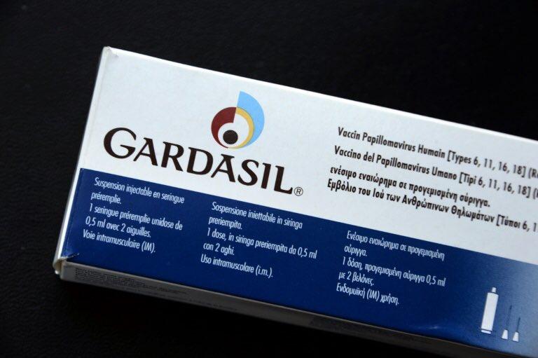 #Merck veut relancer—en France—son #vaccin contre le #cancer du #col de l&#39;#utérus  http://www. challenges.fr/economie/merck -veut-relancer-son-vaccin-contre-le-cancer-du-col-de-l-uterus-en-france_447675 &nbsp; … #BigPharma #GSK #gardasil #HPV<br>http://pic.twitter.com/vbxwfKctqS