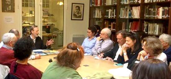 La Bibliothèque Medem présentera demain à 17h les outils à votre disposition pour la traduction vers le #yiddish.   http://www. yiddishweb.com/15-10-la-bibli otheque-medem-ouvre-ses-portes/ &nbsp; … <br>http://pic.twitter.com/jWO3IsMMuI
