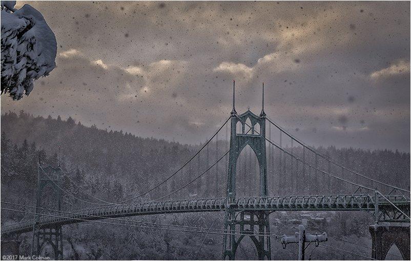 St. Johns Bridge during Snowpocalypse &#39;17! #pdxtst #pdxsnowday #Snowmageddon  #SnowWatch #PDXSnowpocalypse #PDXsnow<br>http://pic.twitter.com/Yv5LX8L1NN