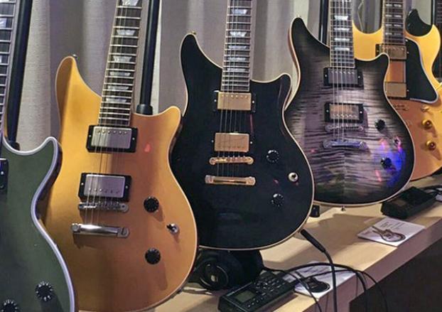 #Gibson sortirait une nouvelle forme de #guitare  ?!  #GibsonCES2017 #guitarshape #Guitarbody #whatisgoingon<br>http://pic.twitter.com/LsiVNPOZv8