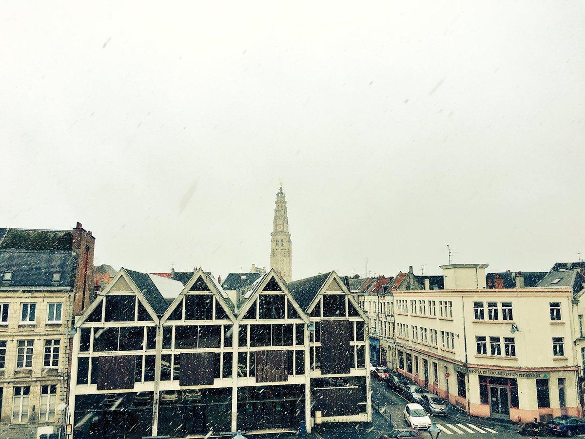 Quelques flocons tombent en ce moment sur #Arras  #winteriscomming <br>http://pic.twitter.com/XYCYyEnTYU
