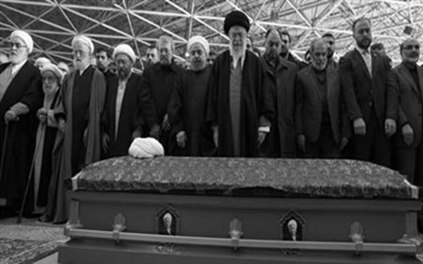 #Iran: Interpreting the Conflict Between Rival Bands in #rafsanjani &#39;s Funeral. http://www. ncr-iran.org/en/news/iran-w orld/21939-iran-interpreting-the-conflict-between-rival-bands-in-rafsanjani-s-funeral &nbsp; … <br>http://pic.twitter.com/gTLgvR9tAU