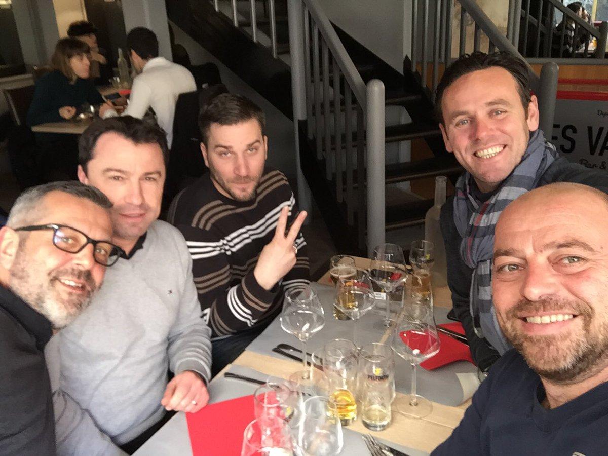 Super le #repas #Vendredi13 #chantier @vityz49 @Froge12 @ericbyjeje @ben49100 la fine #team #tjrsautaquet #Angers<br>http://pic.twitter.com/rzNlbHd2J6