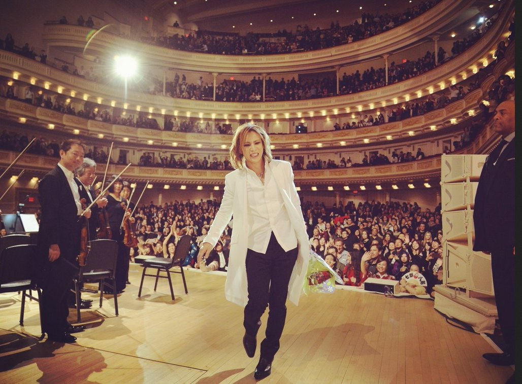 A fantastic curtain call for #SoldOut #YoshikiClassical! Let&#39;s see your video of that special moment with #Yoshiki! Tag @Yoshiki_Staff!<br>http://pic.twitter.com/vpjjzbc4PV