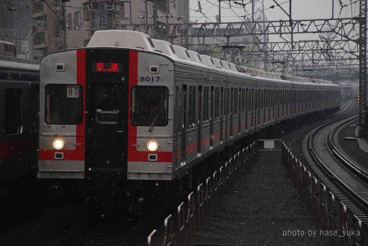 雪の降る2008年1月23日に8017F廃車回送、これを以て東横線から完全撤退。長津田工場へ入場する時は、懐かしの桜木町表示でした。 https://t.co/0S96kanVom