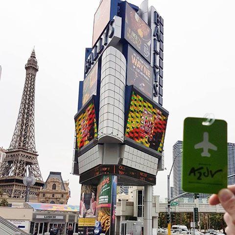 Avant le retour à #Paris, on se familiarise #à1jypenseà2jyvais dire aurevoir à #LasVegas #eiffeltower  #CES2017 #casino  #Merci @franz_jarry<br>http://pic.twitter.com/MXvmvdOrc5
