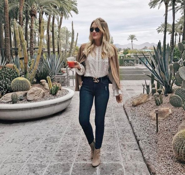 Loving @cheraleelyle & her casual desert style in our suede boots 🌵 #whatsyourcasual