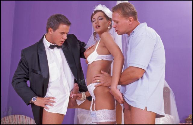 Гость отодрал чужую жену на свадьбе смотреть онлайн, эротика секс с врачом