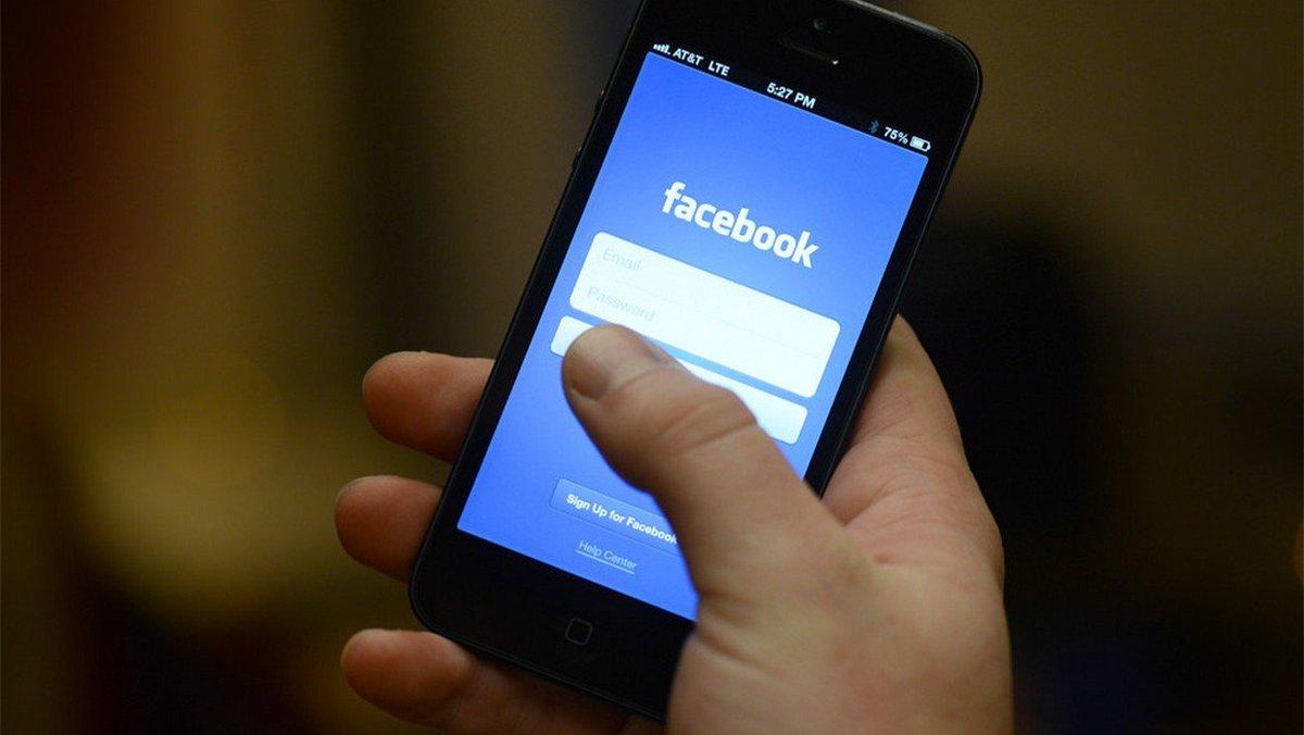 #Etats-Unis&quot;Une ado se suicide en direct sur #Facebook la police incapable de supprimer la vidéo.&quot; /BFM  http://www. bfmtv.com/international/ etats-unis-une-ado-se-suicide-en-direct-sur-facebook-la-police-incapable-de-supprimer-la-video-1081266.html &nbsp; … <br>http://pic.twitter.com/lxeqfWCp1B