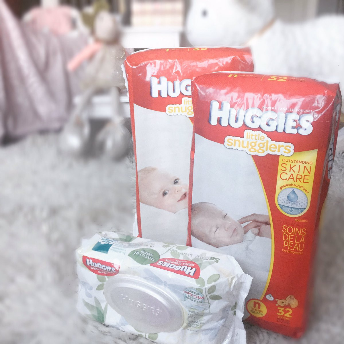 Loving Huggies #NoBabyUnhugged initiative. When my baby girl is born she will be placed on me asap for her first hug https://t.co/6Dvm8Mzv6o https://t.co/rZF46LwvC7