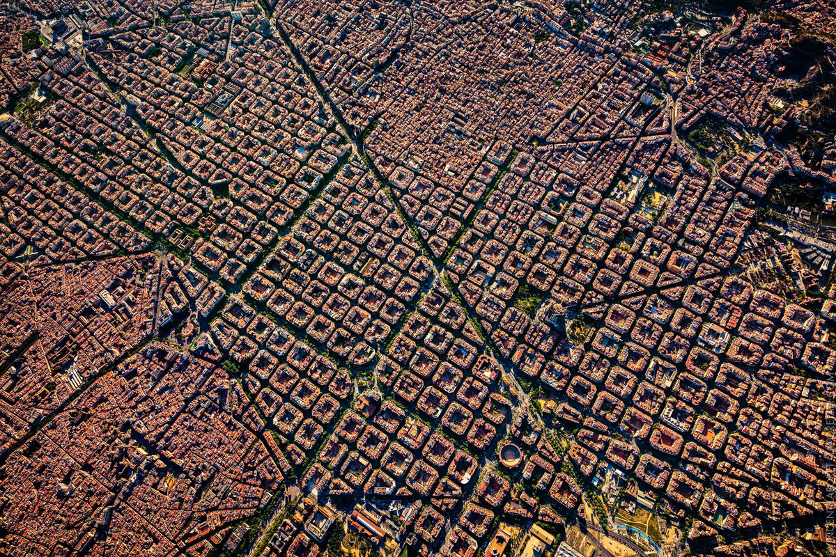 Barcelona is a beautiful example of old world architecture and new world urban planning. https://t.co/WdwzXgdQek