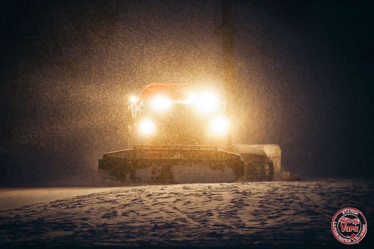 #EnDirect : Il neige toujours sur Vars, une bonne quinzaine de cm de fraîche au sol... La journée de demain va être folle !  <br>http://pic.twitter.com/ZuOUyTzubh
