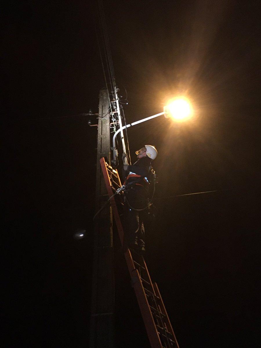 #endirect, nos techniciens réparent un poteau#servicepublic#cohorte#Equipe Bourgogne #Egon<br>http://pic.twitter.com/JKvu2BKsg7