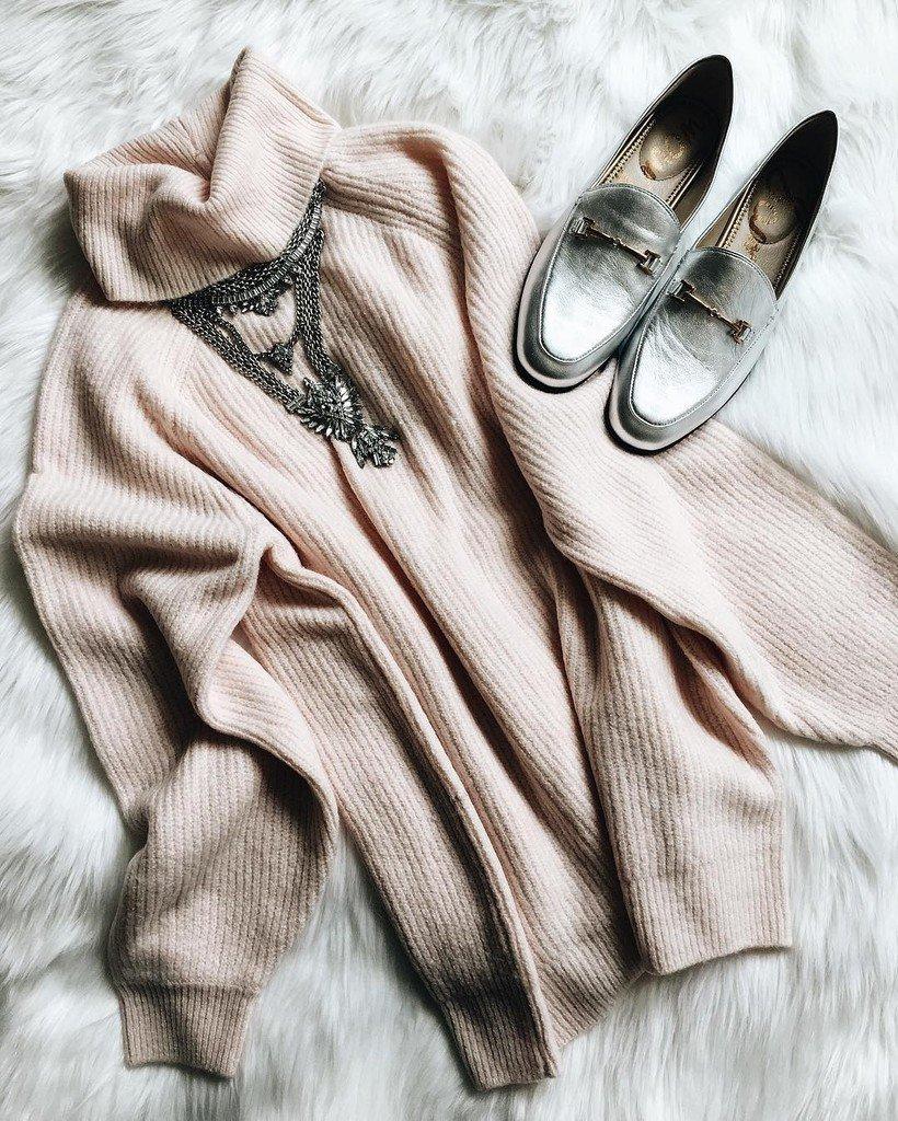 Les p&#39;tites beautés  #lookdujour #ldj #pull #necklace #loafers #metallic #chrome #inspira…  http:// ift.tt/2iRw2fW  &nbsp;  <br>http://pic.twitter.com/SgfVkTzbmh