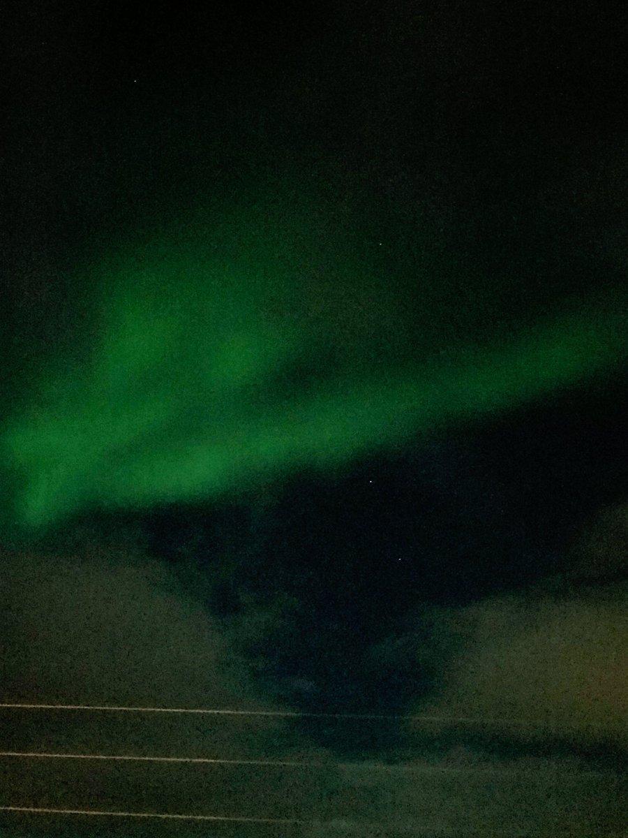 Malgré les nuages ce soir voici une #Auroraborealis à #Vikran en @lanorvege<br>http://pic.twitter.com/2CbhQ5b4qy