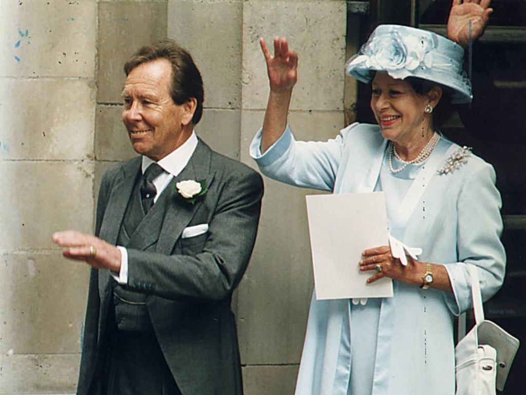 Elizabeth II en deuil : son ex-beau-frère, Lord Snowdon, est #mort. #rip  http:// bit.ly/2ilLMLK  &nbsp;  <br>http://pic.twitter.com/S74jr1yUBc