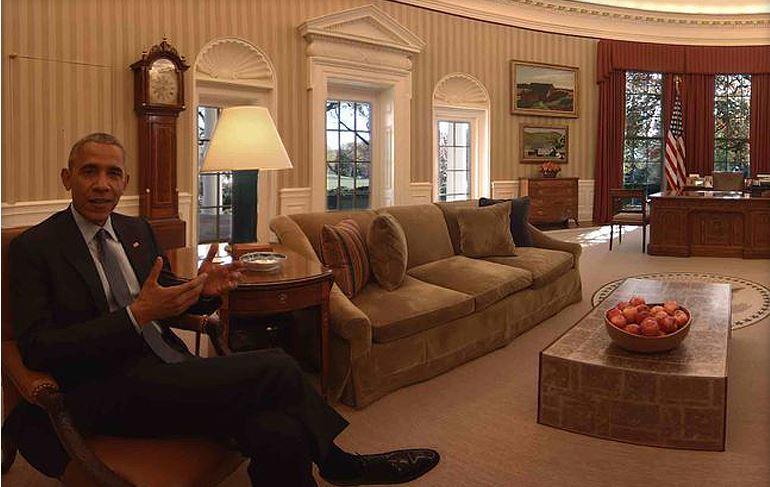 Obama vous fait visiter la Maison Blanche en réalité virtuelle  http://www. cnetfrance.fr/news/obama-vou s-fait-visiter-la-maison-blanche-en-realite-virtuelle-39847140.htm &nbsp; …  via @cnetfrance #rv #potus <br>http://pic.twitter.com/sdv4LmEtYB