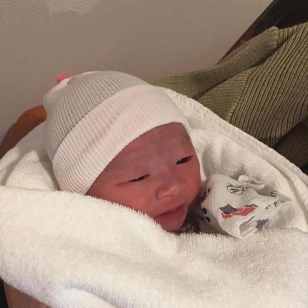 本日2017年1月14日9:17、我が家に3人目の子供が生まれました!元気な女の子です。  無事に生まれて来てくれてありがとう〜(^^) https://t.co/8uVuAJEKrD https://t.co/hnhZuy0FRo