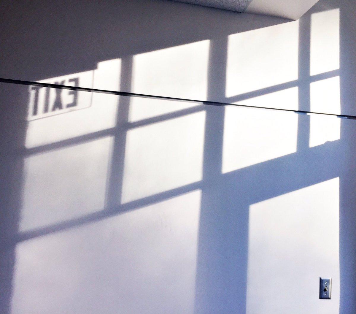 My favorite hallway @CushingAcademy Visual Arts Bldg #beautifullight #windowlight #availablelight #shadows #availablelightphoto #exitpic.twitter.com/JKGuLRON7e