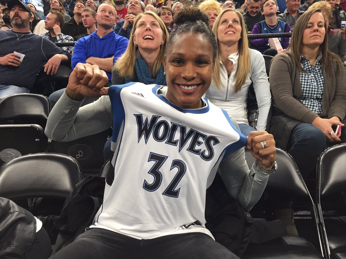 .@twin1532 wants you to help send @KarlTowns to New Orleans!   Retweet this tweet to cast your #NBAVote