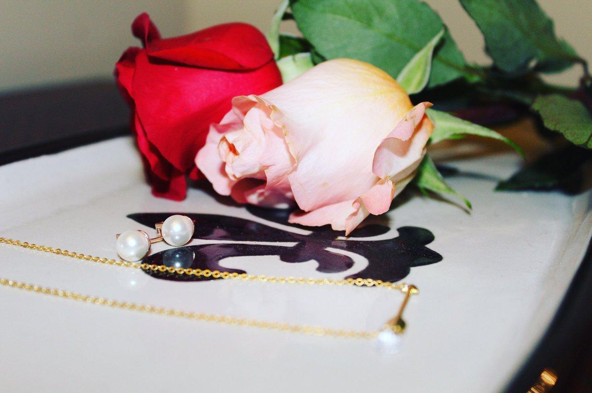 Dainty details w/ @tzaro.jewelry.nyc #style #fashion #jotd #blogger #influencer #wiw #tzarojewelry #jewelry #roses<br>http://pic.twitter.com/xtVAU0e3oh