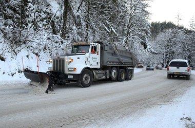 Portland test finds road salt no better than de-icer   #PDXTraffic #PDXSnow #PDXTST  http:// bit.ly/2iuMgh5  &nbsp;  <br>http://pic.twitter.com/mAQAavjxVi
