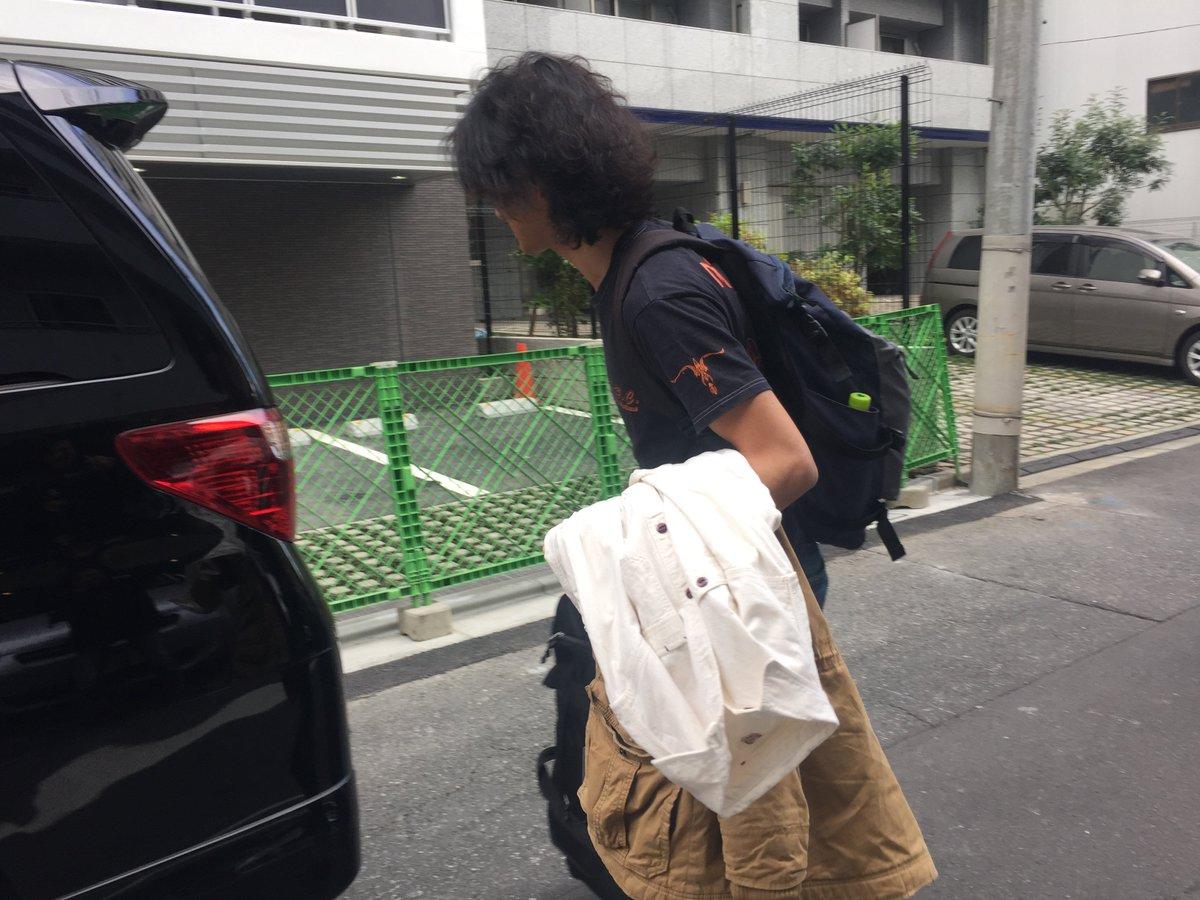 全国的に寒波ですが…ホテルから出てきた徳永さんは半袖のTシャツでした!!笑 https://t.co/vCNCePYGnx