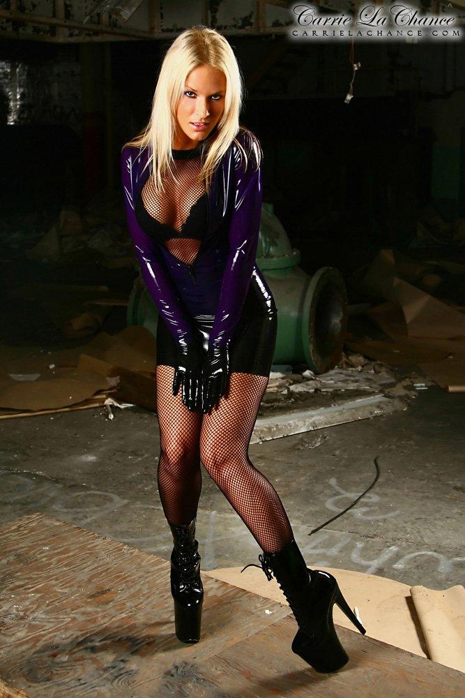 Carrie LaChance, une plastique de rêve ! #Model #Fashion #Outfit #Latex #Plateformes <br>http://pic.twitter.com/Z9g4OjBGtL