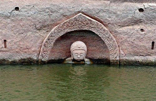 Ming-era Buddha head discovered as water levels in Jiangxi's Hongmen reservoir fall https://t.co/ZnscdXeVOn https://t.co/9XpYwCOh3i