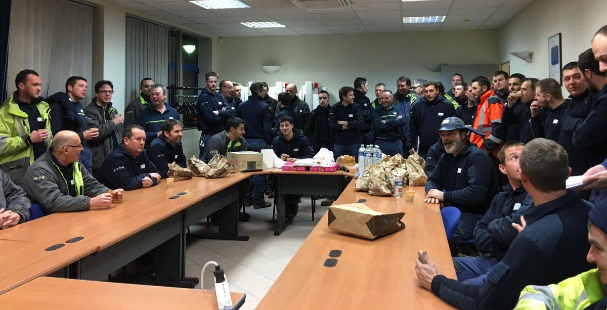 #endirect Brief commun des équipes de Bourgogne et d&#39;@enedis_picardie avant départ pour les interventions. @enedis mobilisée sans relâche.<br>http://pic.twitter.com/SXKca97KHg