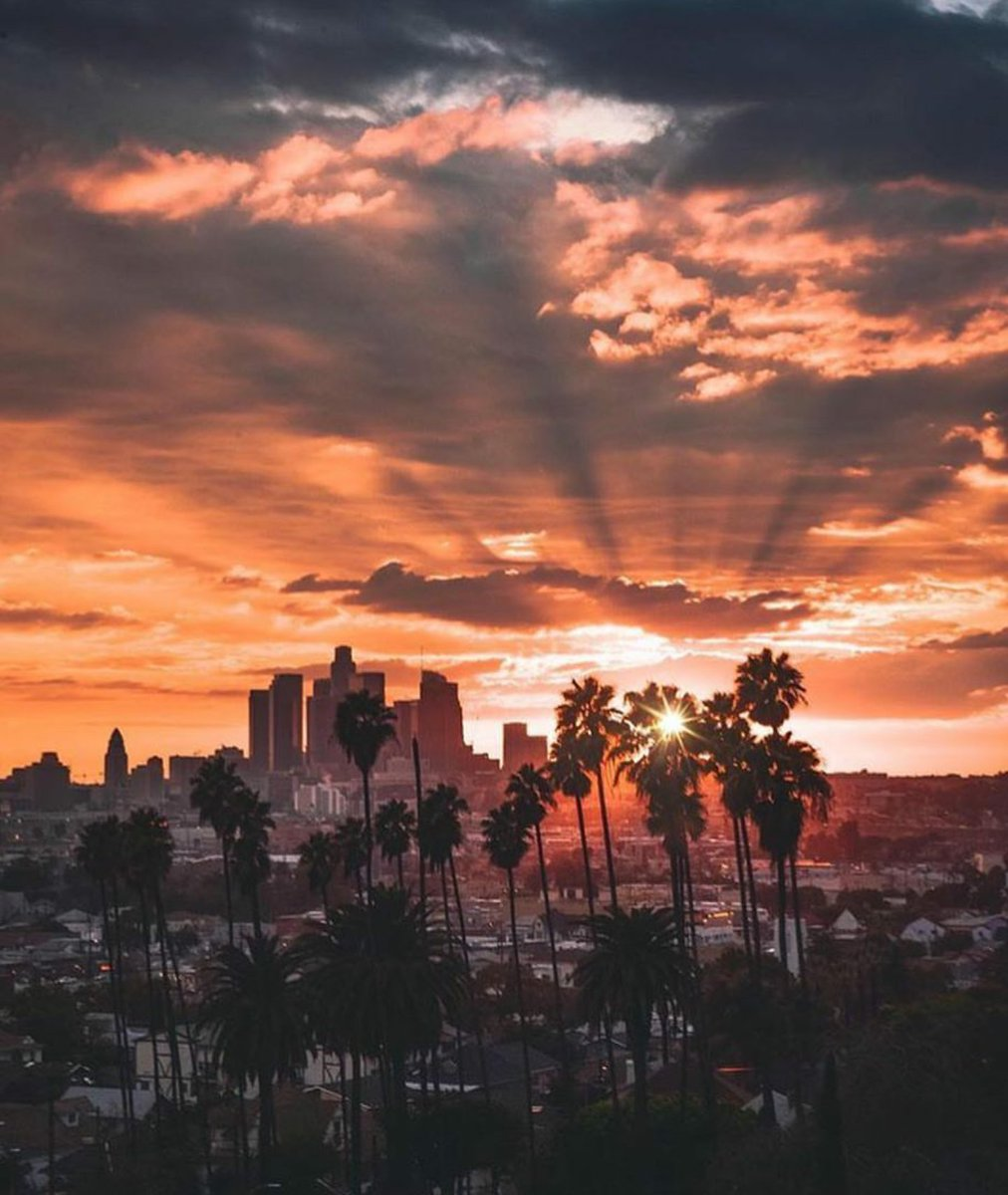 Wouah superbe photo @LHallyday #MERCI pour ce partage  #LA #Lalaland #AfterRain #AmericanSunset  Cc @JohnnySjh<br>http://pic.twitter.com/coc0AEayEa
