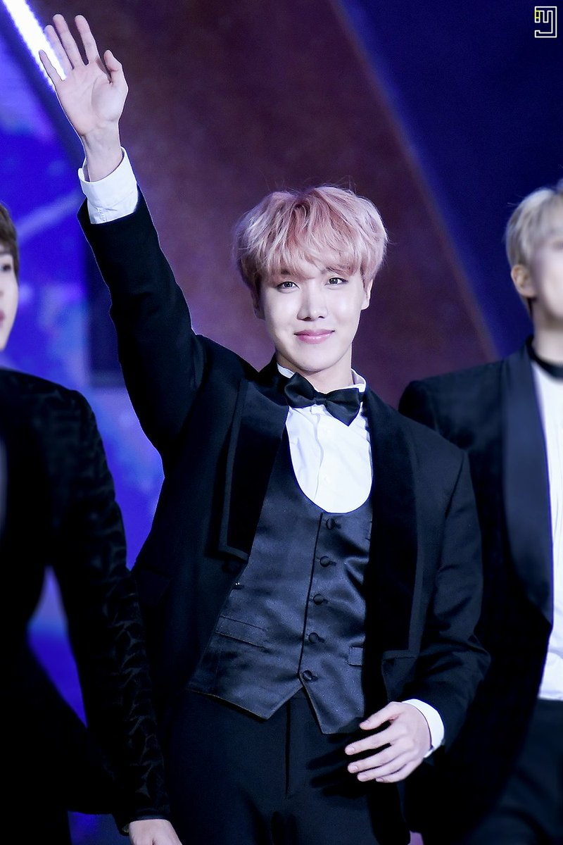 170114 GDA  #방탄소년단 #BTS #제이홉 #JHOPE #호석  I love you very much, just as you are.  @BTS_twt<br>http://pic.twitter.com/cqL686xHWf