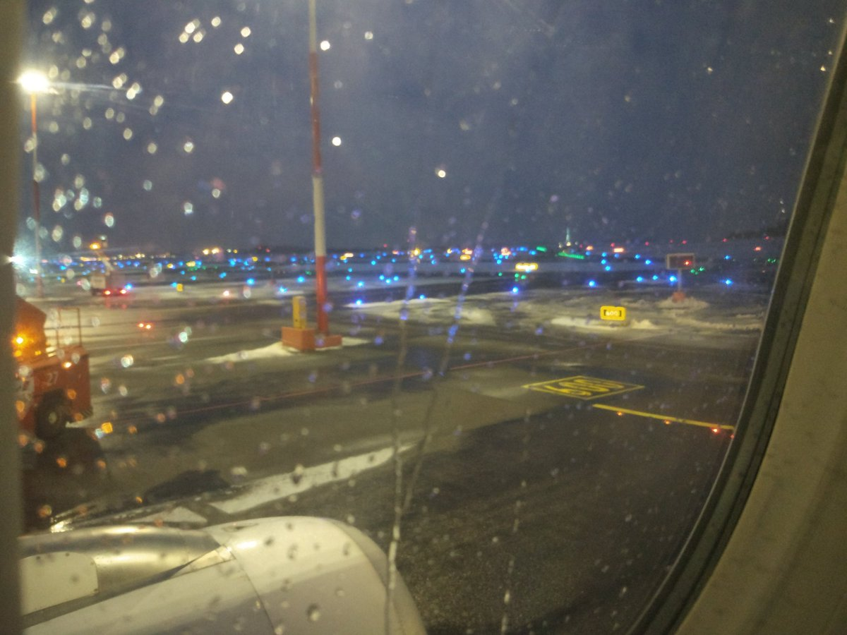 430pm and it&#39;s already dark in Helsinki. On the runway headed to #Kuusamo....they&#39;re de-icing the plane now #NBEfinland #visitfinland<br>http://pic.twitter.com/cXkXveh2UG