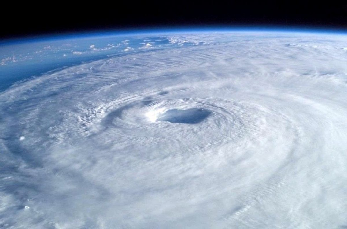 #Climate mythbusting fact: There is growing evidence that #globalwarming increases hurricane intensity.  https:// skepticalscience.com/hurricanes-glo bal-warming-intermediate.htm &nbsp; … <br>http://pic.twitter.com/UEfmvYKoqw